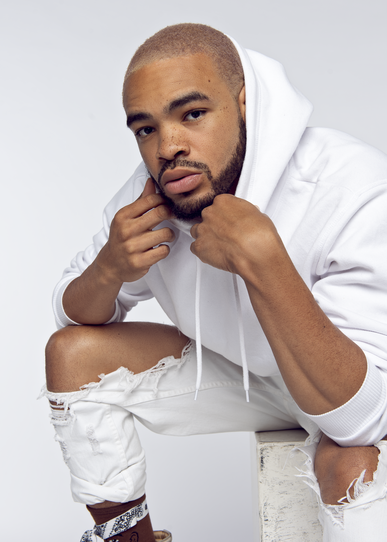 "Maejor Premieres New Video ""I Love You"" Featuring Greeicy"