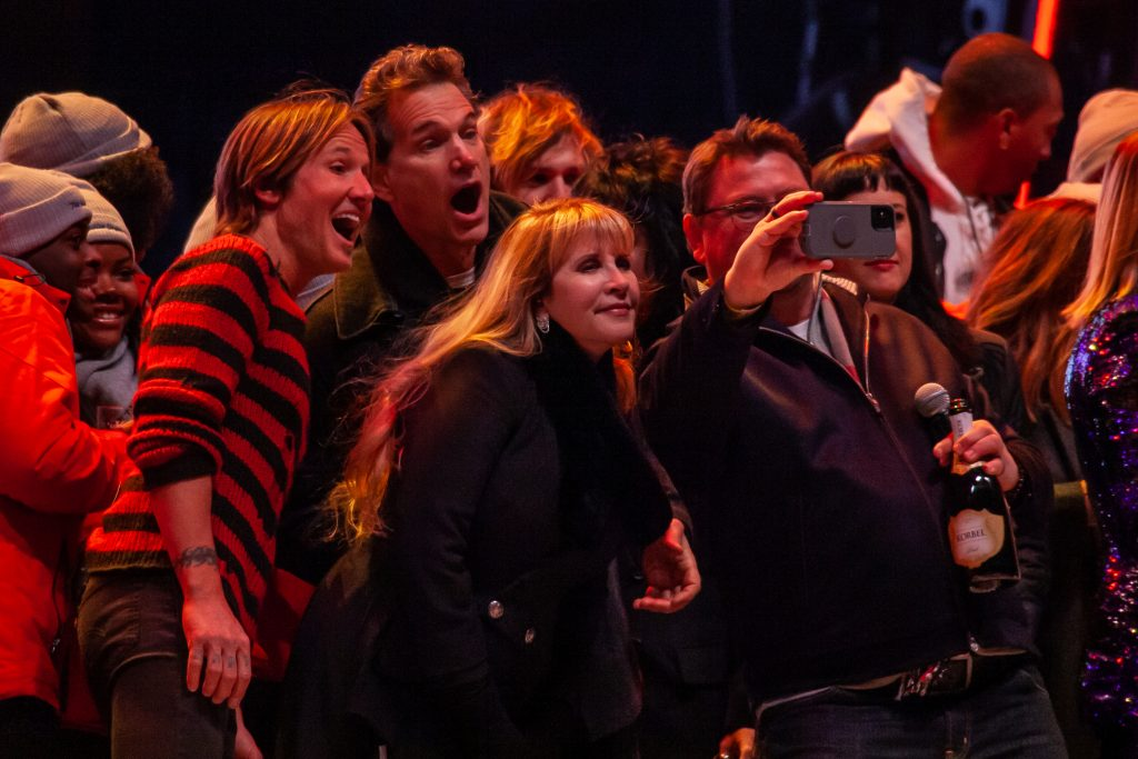 SiriusXM's Storme Warren takes a selfie with Stevie Nicks, Chris Isaak, and Keith Urban. Photo by Kindell Buchanan / StarShine Magazine